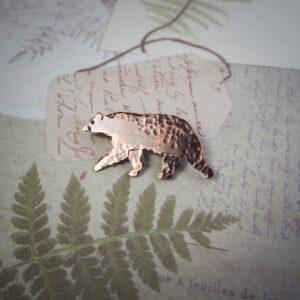miedziana broszka w kształcie niedźwiedzia - krupkowska.com