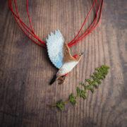 dzięciur czerwonobrzuchy – emaliowany naszyjnik z ptakiem – krupkowska.com