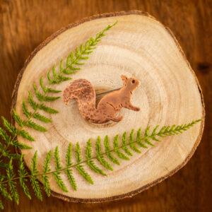 wiewiórka - miedziana broszka