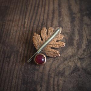 seria botaniczna: broszka w kształcie liścia głogu - krupkowska.com