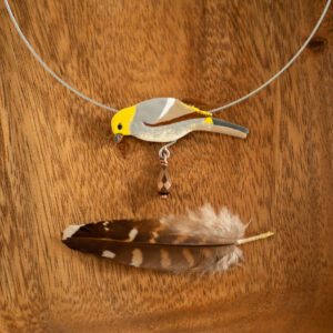 łuskowiec - naszyjnik z emaliowanym ptakiem