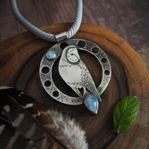 płomykówka z kamieniem księżycowym - srebrny naszyjnik - krupkowska.com