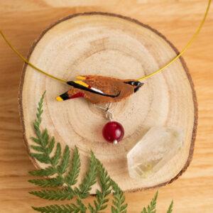 jemiołuszka - emaliowany naszyjnik z kolorowym ptakiem