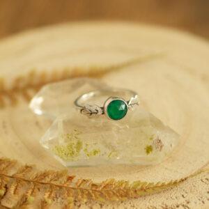 dębowe listki z zielonym agatem - srebrny pierścionek krupkowska.com