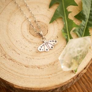motyl E1 - minimalistyczny srebrny naszyjnik | krupkowska.com