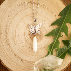 motyl C1 - srebrny naszyjnik z masą perłową