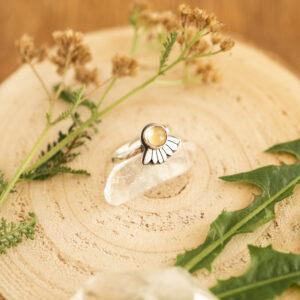 rumianek - srebrny pierścionek z cytrynem | krupkowska.com